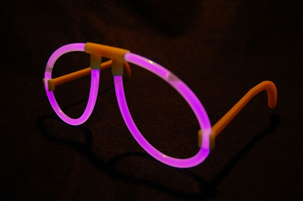 Set of 50 Pink Glow Stick Glasses-100 glow sticks-50 connectors