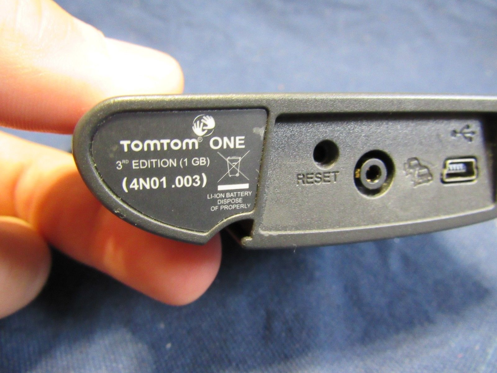 TomTom ONE 3rd Edition GPS unit 1GB   4N01.003