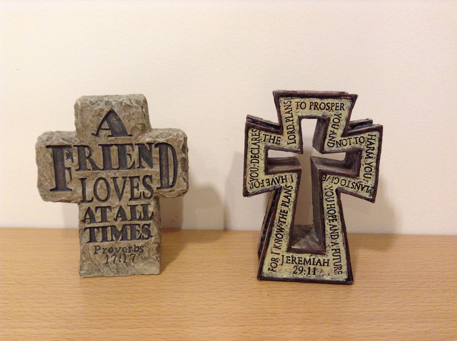 2 pcs lot Free Standing Resin Crosses by The Faith Collection, New no tags