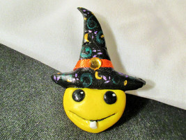 SMILEY FACE WITCH PIN OOAK Halloween lapel hat jewelry costume brooch ac... - £4.26 GBP
