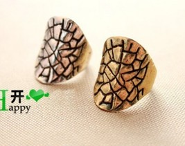 Vintage Cracked Alloy Cocktail Ring(Color:Bronze /Silver ) - $5.80