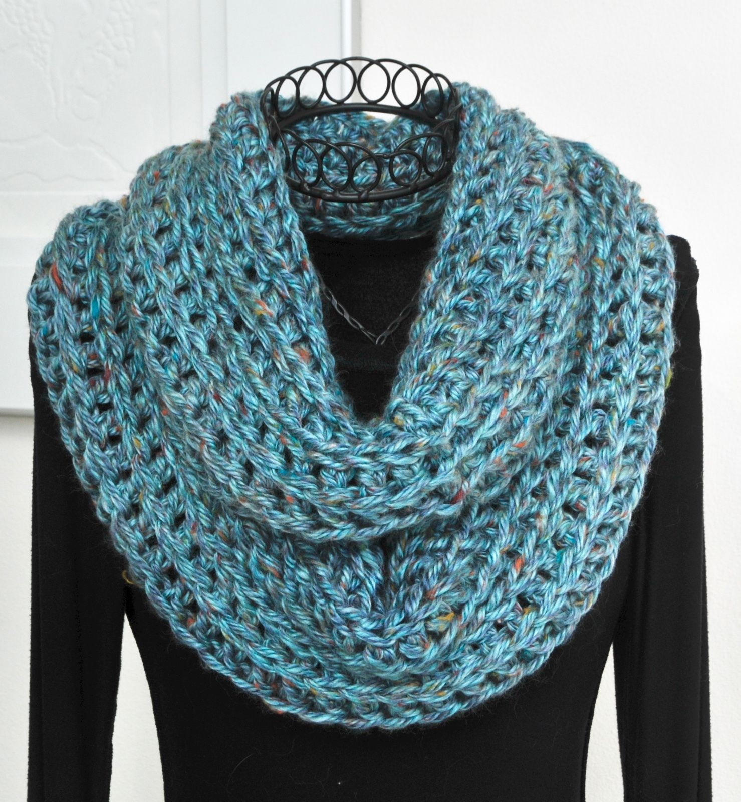 Primary image for ArtyGirlz HAND CROCHETED Infinity Cowl Scarf GORGEOUS Key Largo Blue NEW