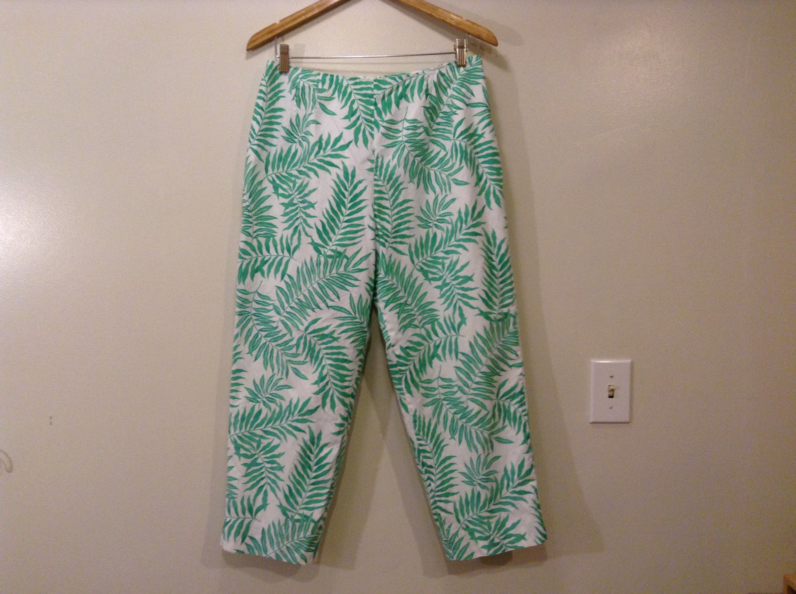Talbots Ladies White/Green Leaves Cropped Pants 100% Cotton, Size 14, lined