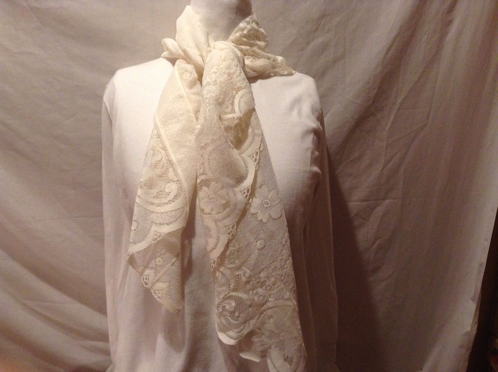 Sheer White Floral Decorative 100% Polyester Triangular Scarf Scalloped Edge