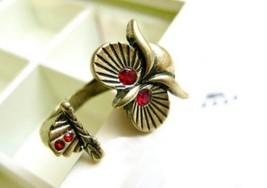 Vintage Rhinestone Eyed Owl Cocktail Ring - $4.99