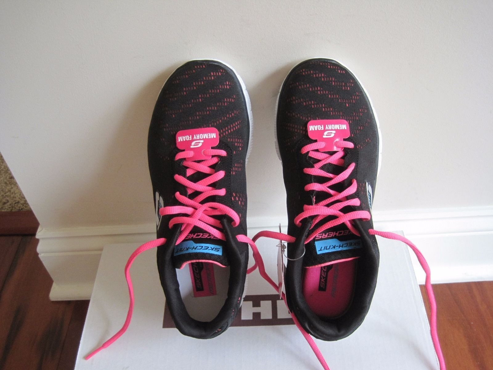 BNIB Skechers Flex Appeal First Glance Women Cross-Trainers, Sizes 6.5/7, $69.99
