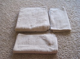 BNWT Calvin Klein Towel set, 1 Bath, 2 hand, Husk, Sculpted Grid, 100% c... - $32.00