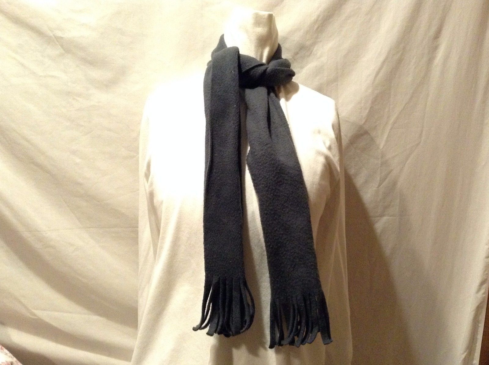 Great Condition Dar Green Fringe Strand Ends Scarf