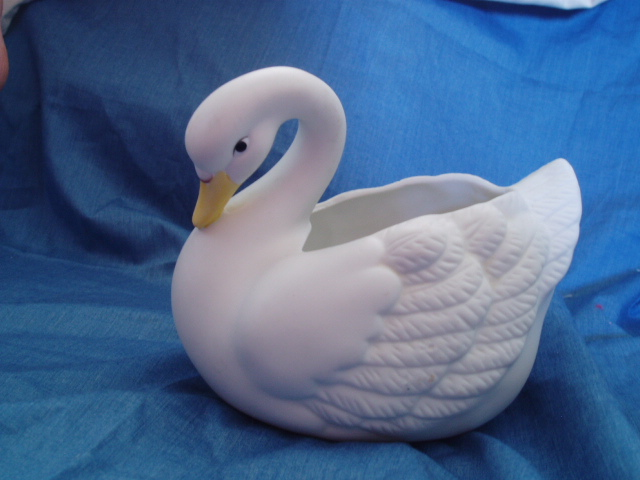 Homco Graceful Swan Planter 1402 Home Interiors