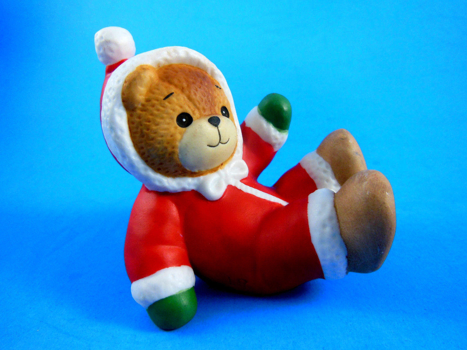 """Lucy & Me Bear 3"""" Enesco 1991 in Red Christmas snowsuit Excellent condition"""