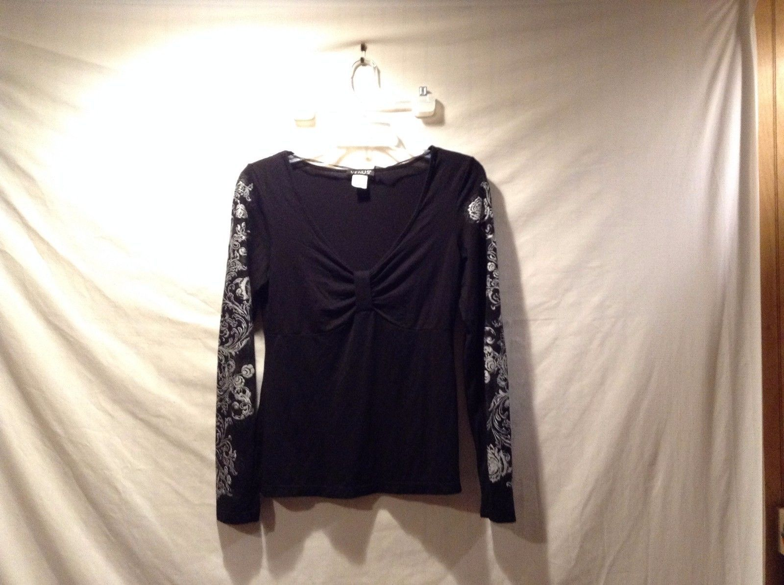 Great Condition Vans Small Black Floral Patterned Long Sleeve Elastic Shirt