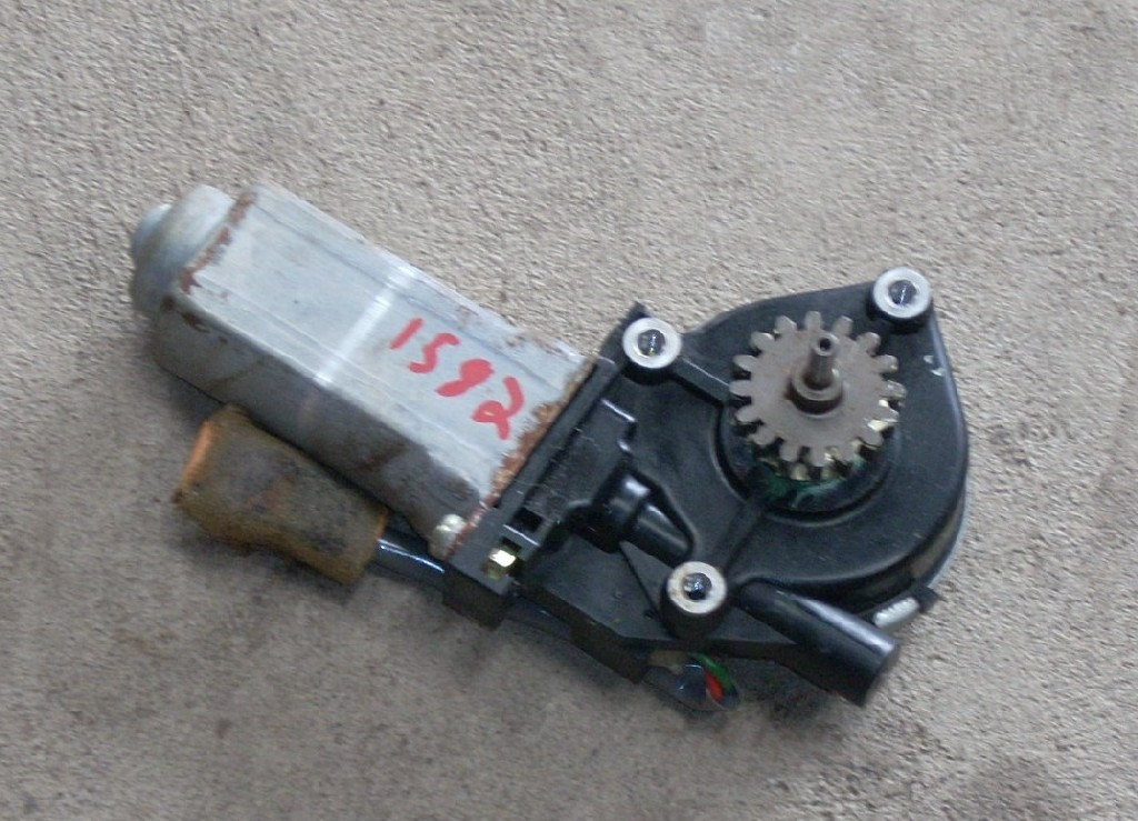1997 LEXUS LS400 RIGHT UP/DOWN MOTOR 85820-50300
