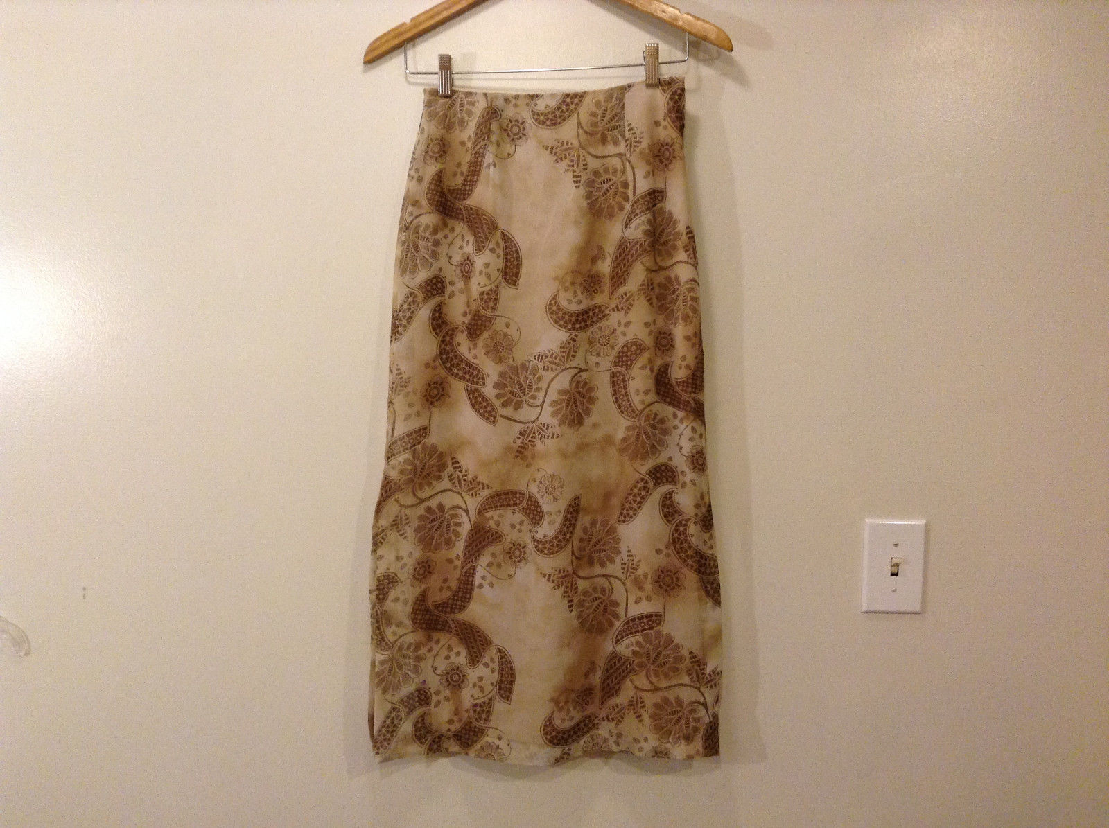 Ilyza Women's Petite Size 4 Straight Skirt Beige & Brown Geometric Floral Print