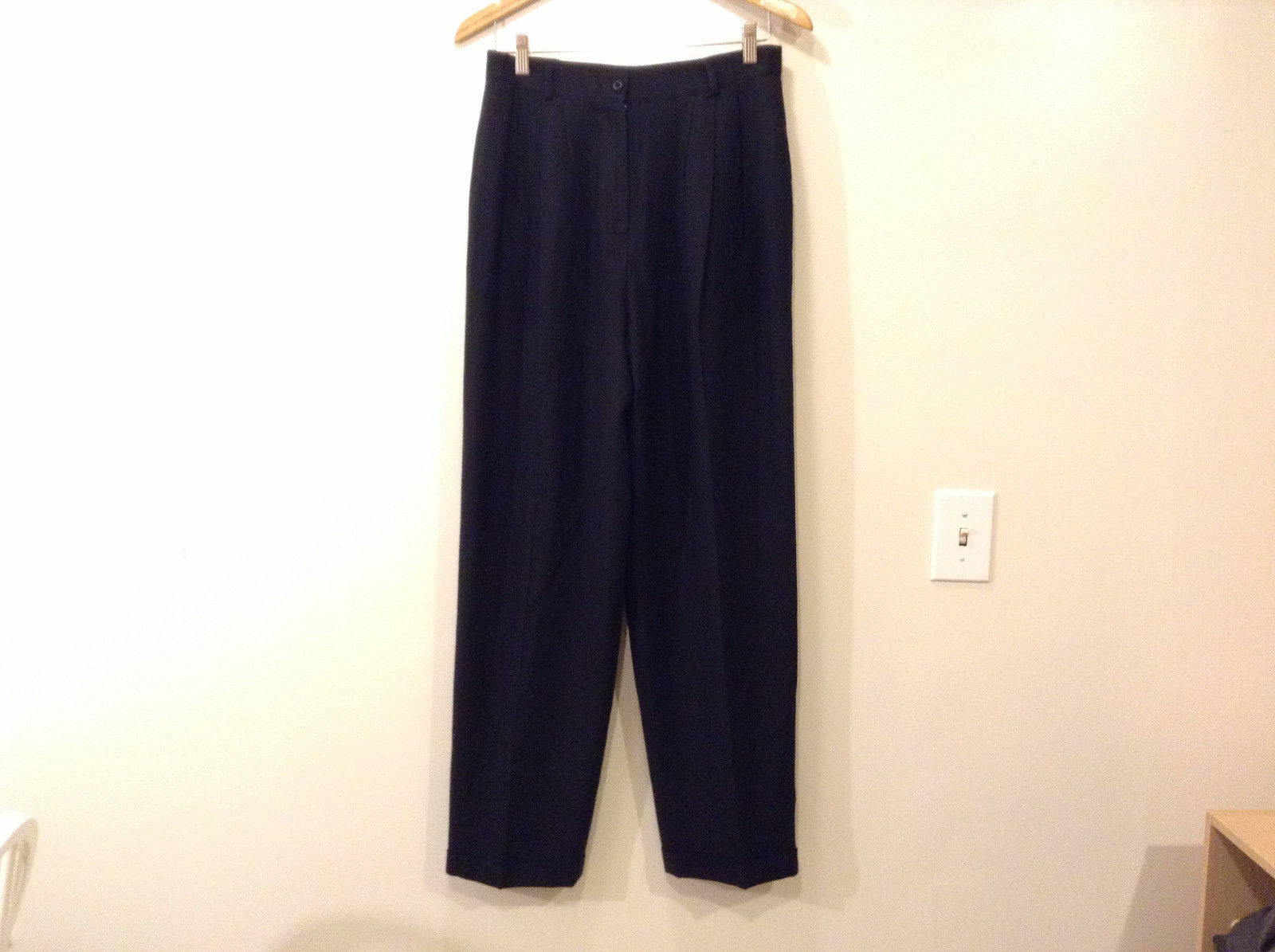 Jones New York Women's Size 12 Pants Black 100% Wool Pleated Creased Leg Tapered