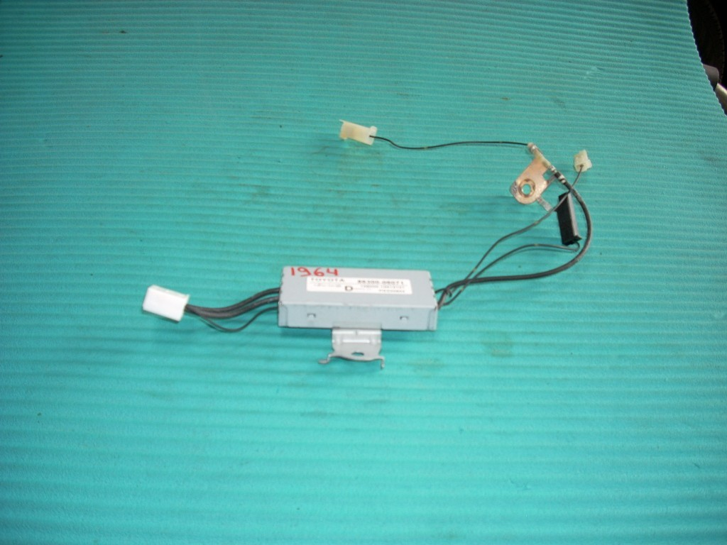 2011 TOYOTA CAMRY ANTENNA AMPLIFIER 86300-06071 GENUINE OEM