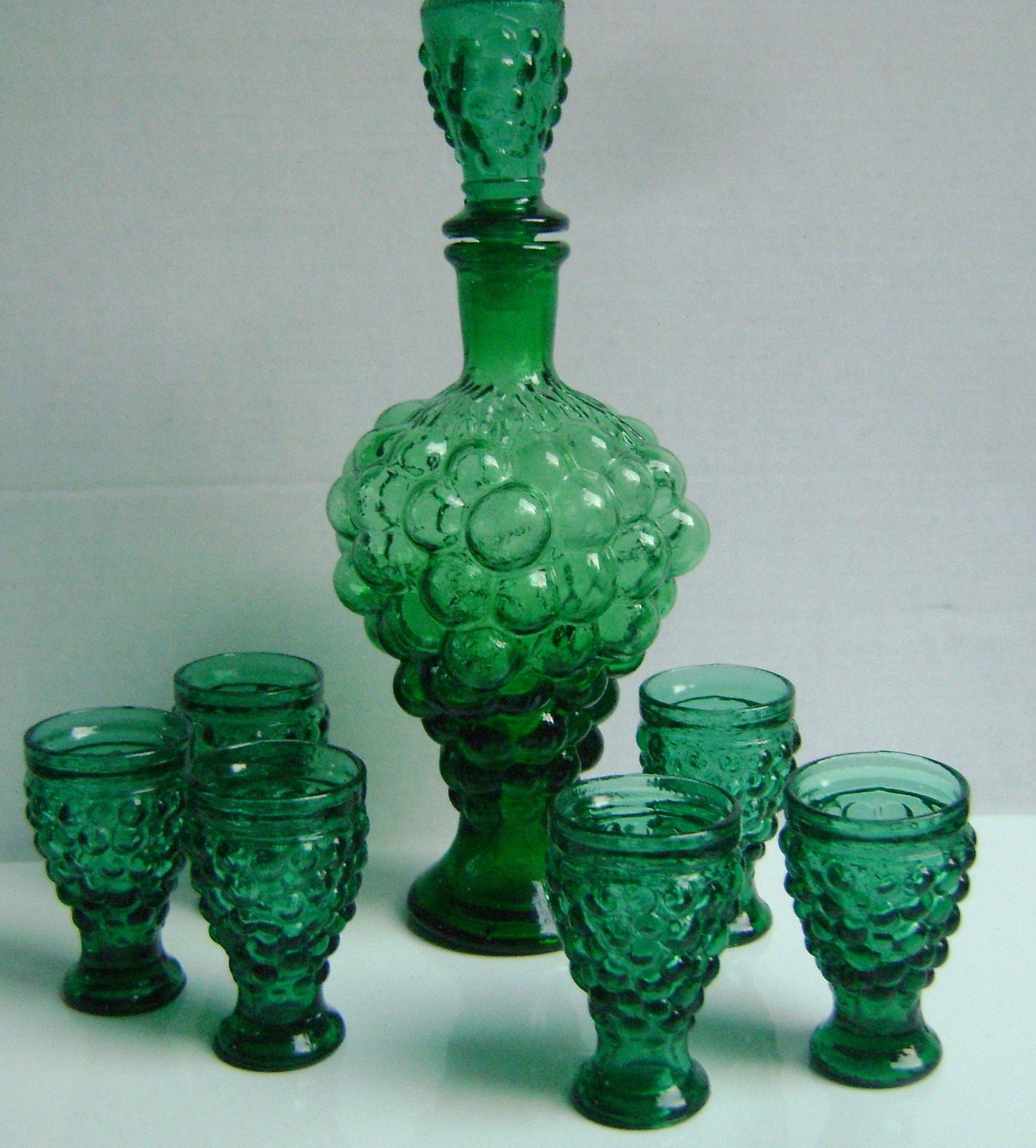 VINTAGE Italian Green Glass GRAPE CLUSTER Shaped WINE DECANTER CARAFE & 6 GLASSE