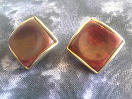STUNNING VINTAGE ESTATE THERMOSET THUMBPRINT CLIP ON EARRINGS - $3.00