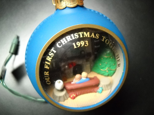 Christmas ornament hallmark cards 1993 our first christmas together magic light no box 02