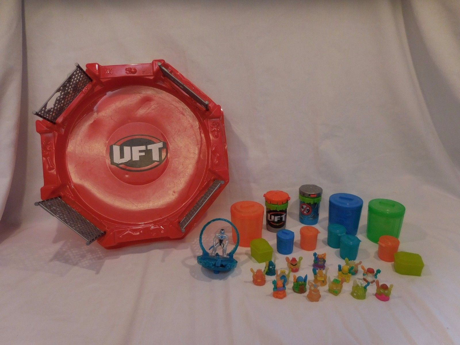 The Trash Pack Ultimate Fighting Trashies Red Lot + Battle Arena TRASHIES UFT