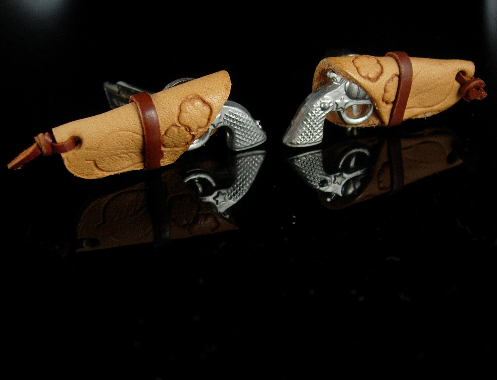Texas pistol Cufflinks Toy Six Shooter gun Silver Colt Novelty hand tooled leath