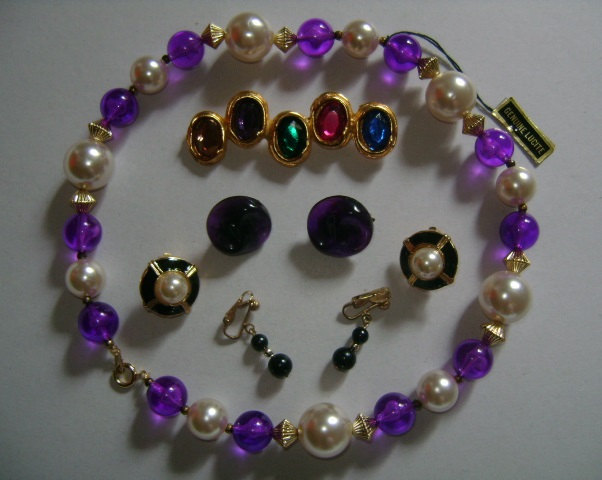 Lot of Costume Jewelry Choker Necklace, Brooch/Pin & 3 Pairs of Clip on Earrings