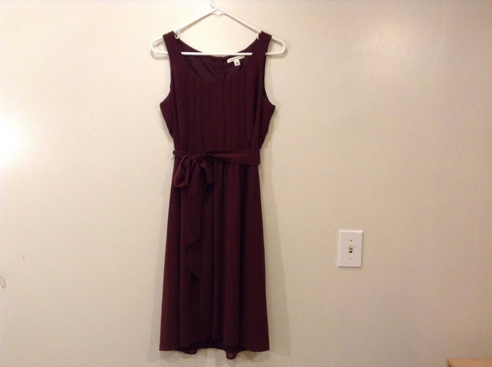 Banana Republic Maroon Pleated Front Dress Sleeveless Scoop Neck, Size 8