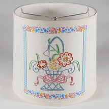 Vintage Hand Embroider Flower Basket Quilt Piece on New Lamp Shade - Fre... - €34,62 EUR