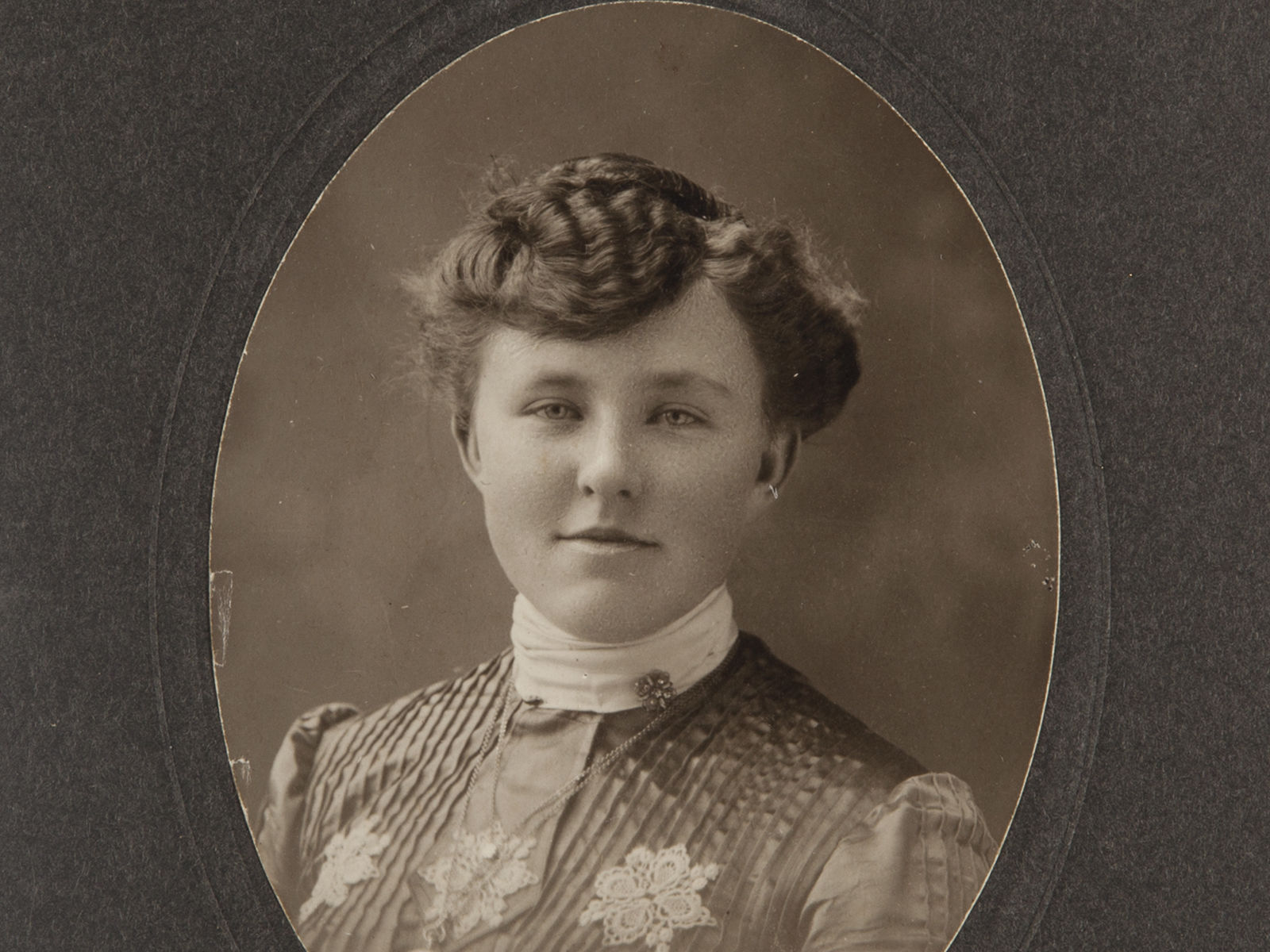 Antique Cabinet Card - Vintage Photograph - Woman from Davenport IA - Free Ship