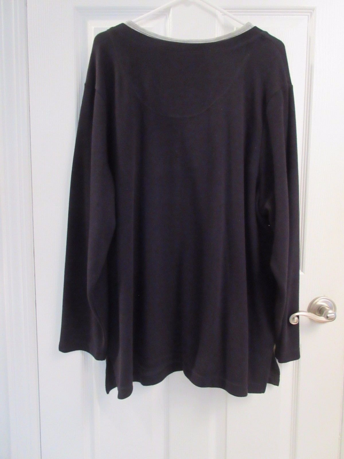 Women's Essentials by Maggie Grey & Black Pullover Top Size 26/28W - NWOT