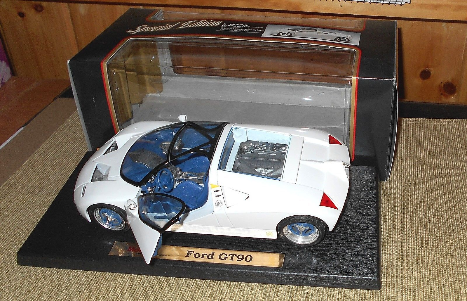 Maisto Special Edition Ford GT90 Concept Car w/ Box & Leaflet