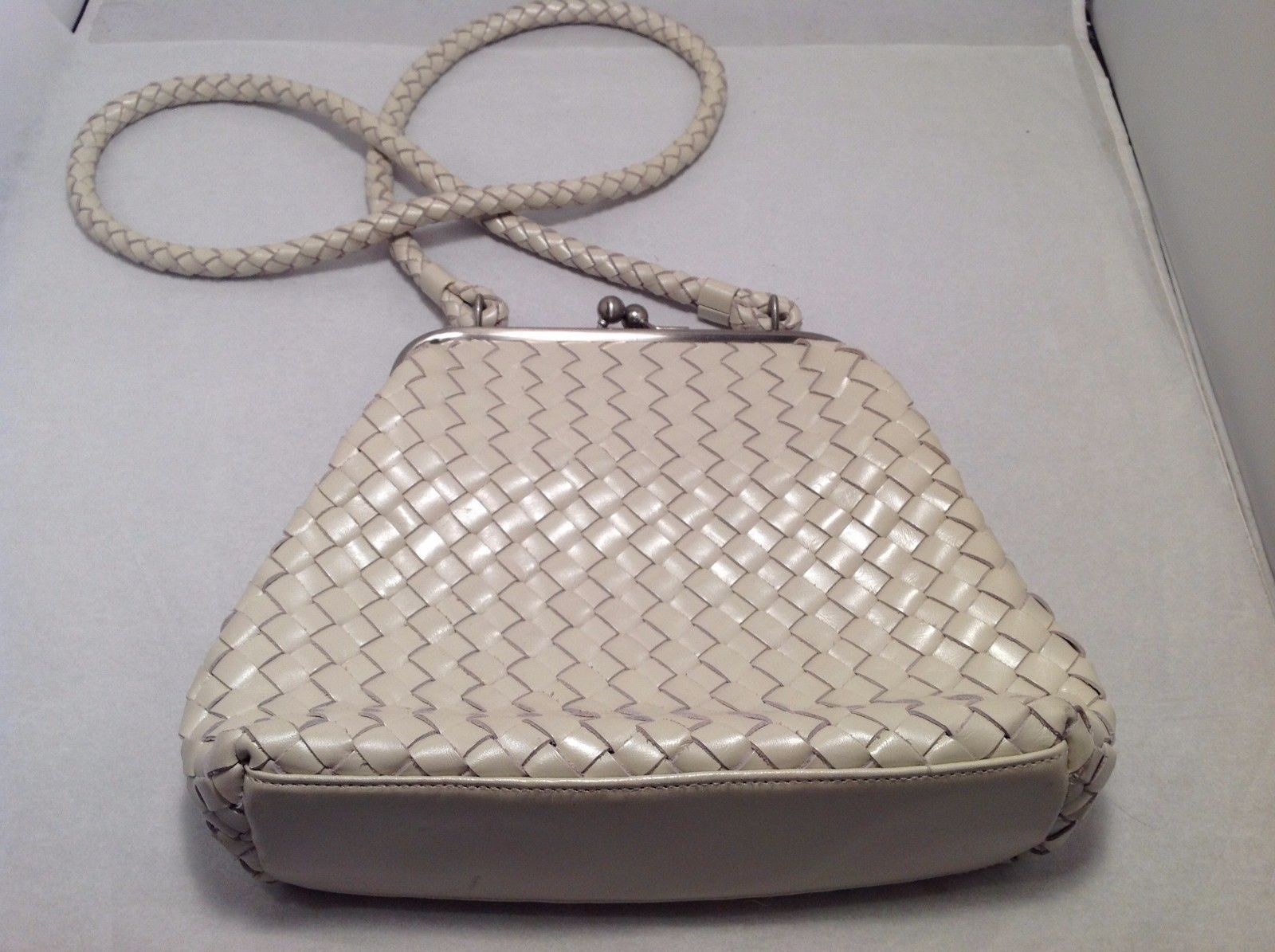 Great Condition Cee Klein Minor Stains Off White Clip Seal Zip Pouch Woven Purse
