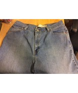 Levi's Women's Classic Slim Tapered Jeans 14S - $14.01