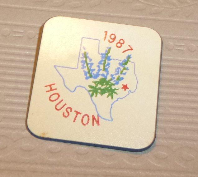 """Vintage 1987 HOUSTON Texas souvenir PIN 1.5"""""""