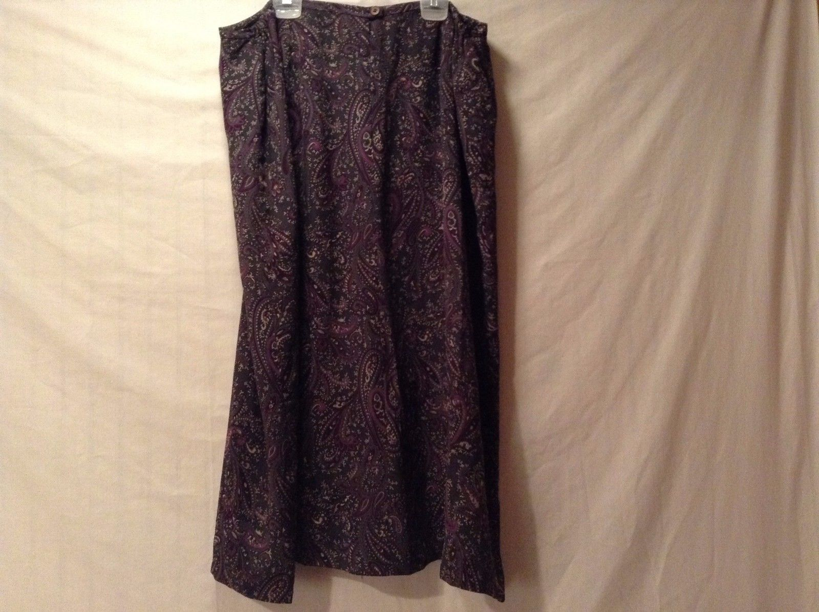 Used Great Condition Jones new York 18 18W Silk Gray Purple Pink Paisley Skirt