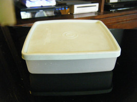 Vintage Tupperware 670-33/34 Square-A-Way Container & Lid 671-29/32 - $7.91