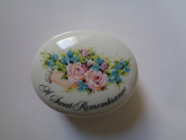 AVON Valentine's Day 1982 A Sweet Remembrance  Porcelain or Ceramic Trinket Box - $25.00