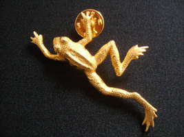 Vintage Jonette Jewelry Made in USA Gold Tone Climbing Frog Brooch or Lapel Pin - $25.25