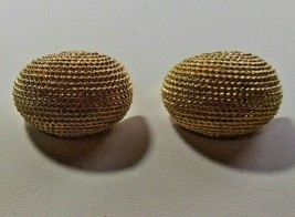 Vintage Signed Sarah Coventry Textured Oval Dome Shaped Clip-on Earrings - $22.76