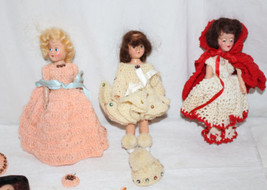 Group of 1950s Small Plastic Dolls Some dressed in Homemade Crocheted Ou... - $23.38