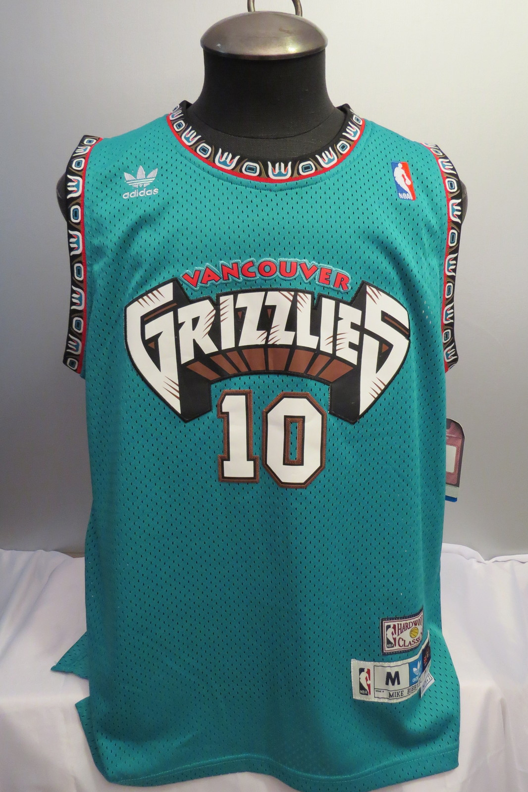 95500c75b0e Img 2354. Img 2354. Previous. Vancouver Grizzlies Jersey - Mike Bibby  10 -  Adidas Swingman - Men s ...