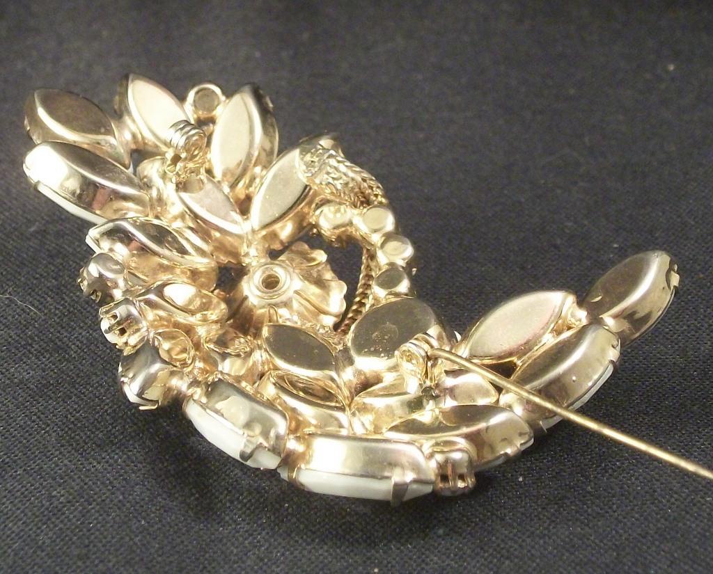 Verified Juliana Milk Glass Navettes Metal Floral Element Leaf Like Brooch 3209