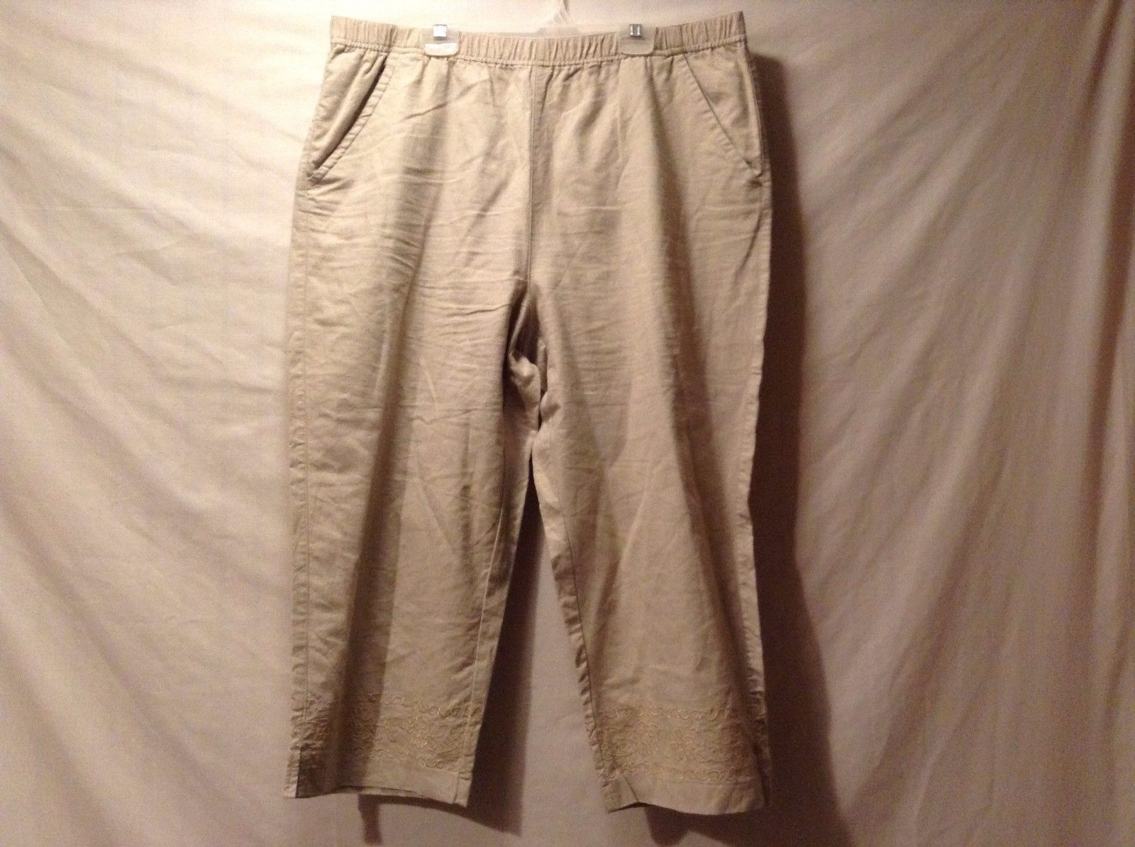Used Great Condition Classic Elements Petite XL 18 Tan Pants Floral Trim