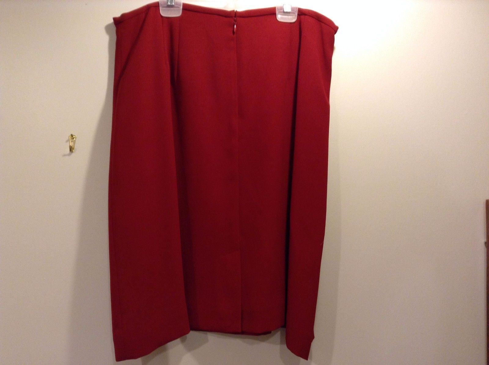 Used Great Condition Amanda Smith 16 100% Polyester Red Zip Skirt