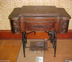 White Sewing Machine;Machine Accessories;1890,Oak,4-drawers,Applied Mold... - $399.99