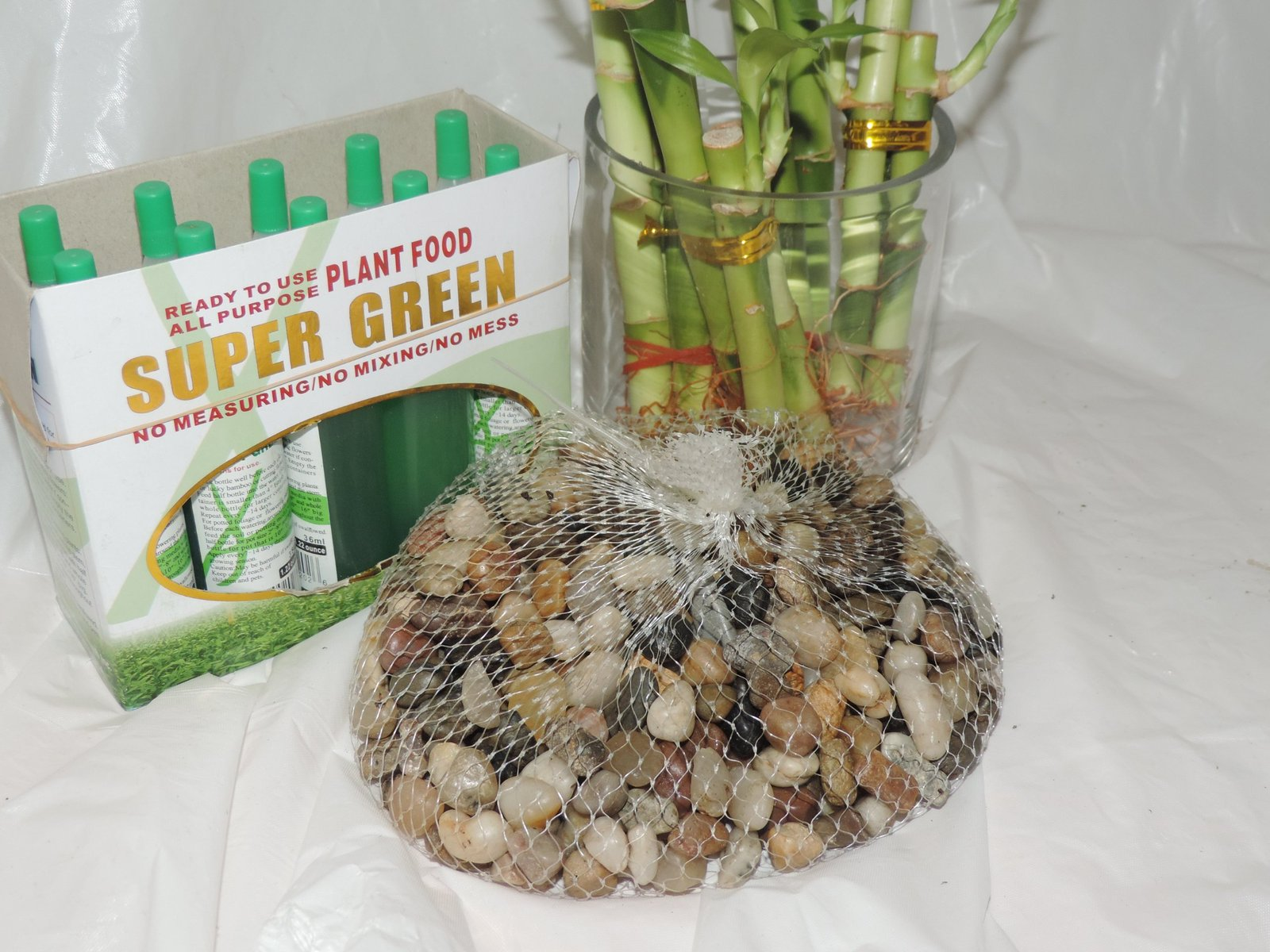 LUCKY BAMBOO SET DECORATION RIVER ROCK AND SUPER GREEN PLANT FOOD