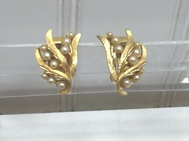 Vintage Goldtone Faux Pearl Clip On Earrings 24272 - $7.99