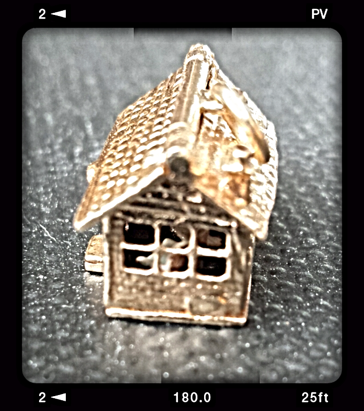 "1950's RARE ""3-D"" VINTAGE 14K CHARM HOUSE: ROOF OPENS - ENAMEL FURNITURE"