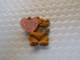 Boyds Bears Pin W/ Heart -Hugs & kisses - $8.90