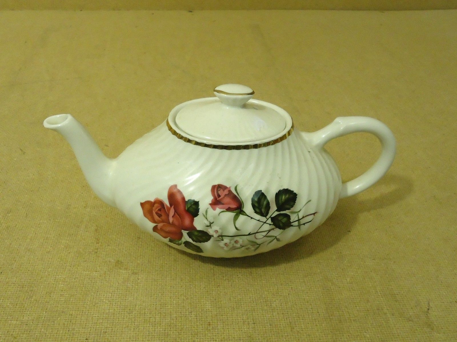 Arthur Wood 5167 Vintage Teapot 10 1/2in L x 5 1/2in W x 5 1/2in H China