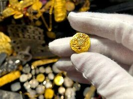 PERU 1 ESCUDO 1736 PENDANT NECKLACE PIRATE GOLD COINS JEWELRY TREASURE DOUBLOON image 3